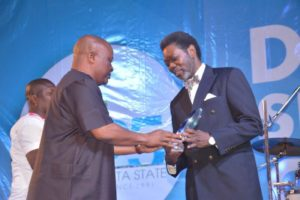 Mr. Deji Haastrup (R) receiving the award from Rt. Hon Igbuya.
